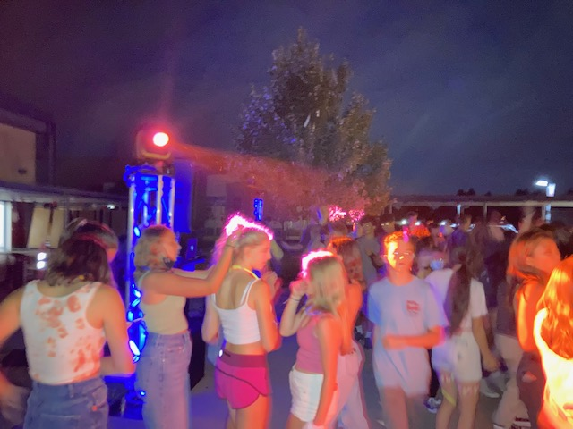 1st Dance of the Year Welcomes Students Back to Campus