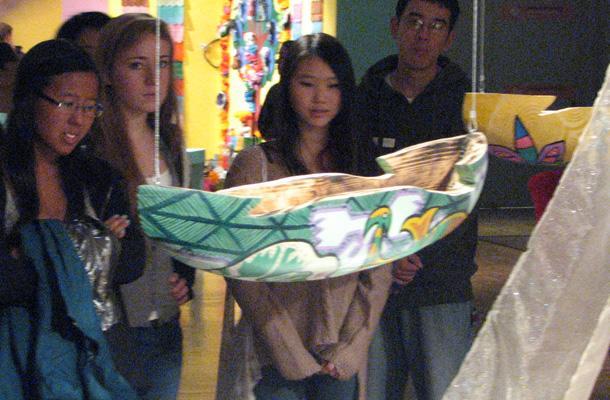Spanish Attends los Muertos Exhibit