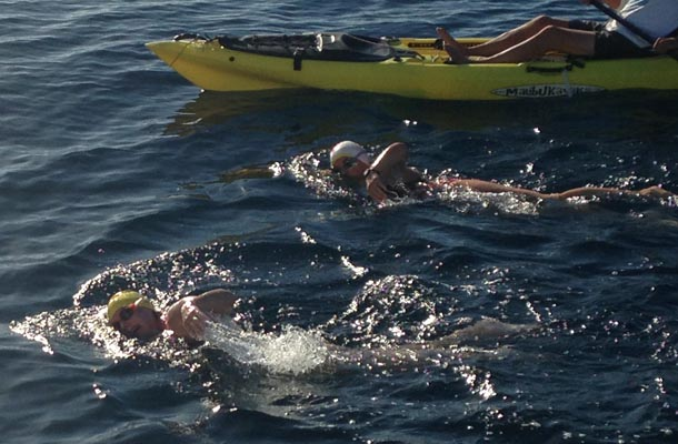 Teacher+Ranie+Pearce+swims+across+the+22-mile+Catalina+Channel.+The+kayakers+and+support+vessels+were+only+allowed+to+intervene+in+an+emergency.+