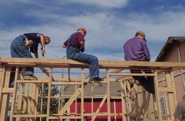 Volunteers+Build+Tijuana+Homes+over+Break