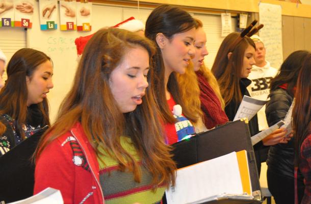 Campus Caroling Welcomes Winter Break