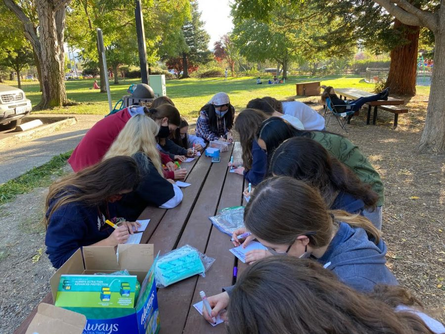 Students create hand written notecards at the Moraga Commons Park. The Fundraise for Homeless Club have been creating care packages during the pandemic.