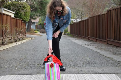 Sophomore Lara Heber leaves doorstep goody bags for her friends for Valentine