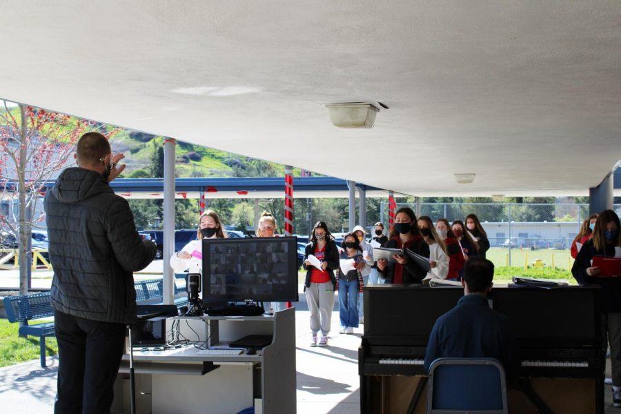 Choir+teacher+Mark+Roberts+leads+the+Campo+choir+in+a+socially+distant%2C+outdoor+rehearsal.