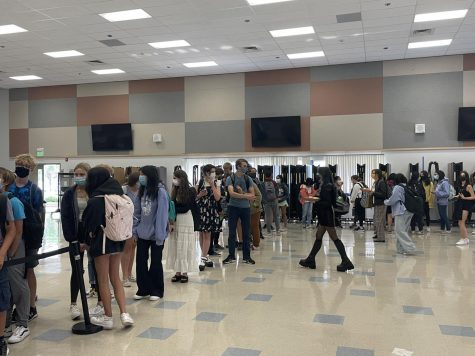 Campolindo students wait in long lunch lines.