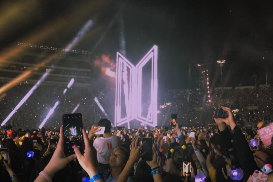120%2C000+fans+sold+out+the+BTS+concerts+at+the+Rose+Bowl+Stadium+in+2019.